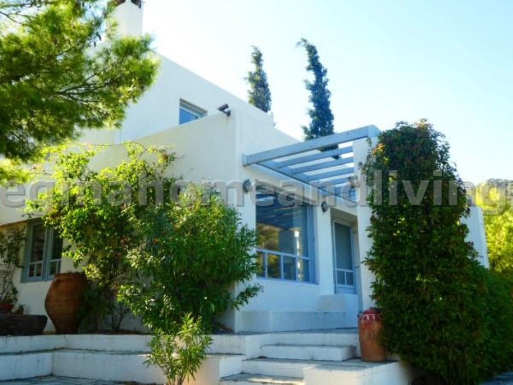 Fabulous detached residence on the east side of the island - Property Aegina