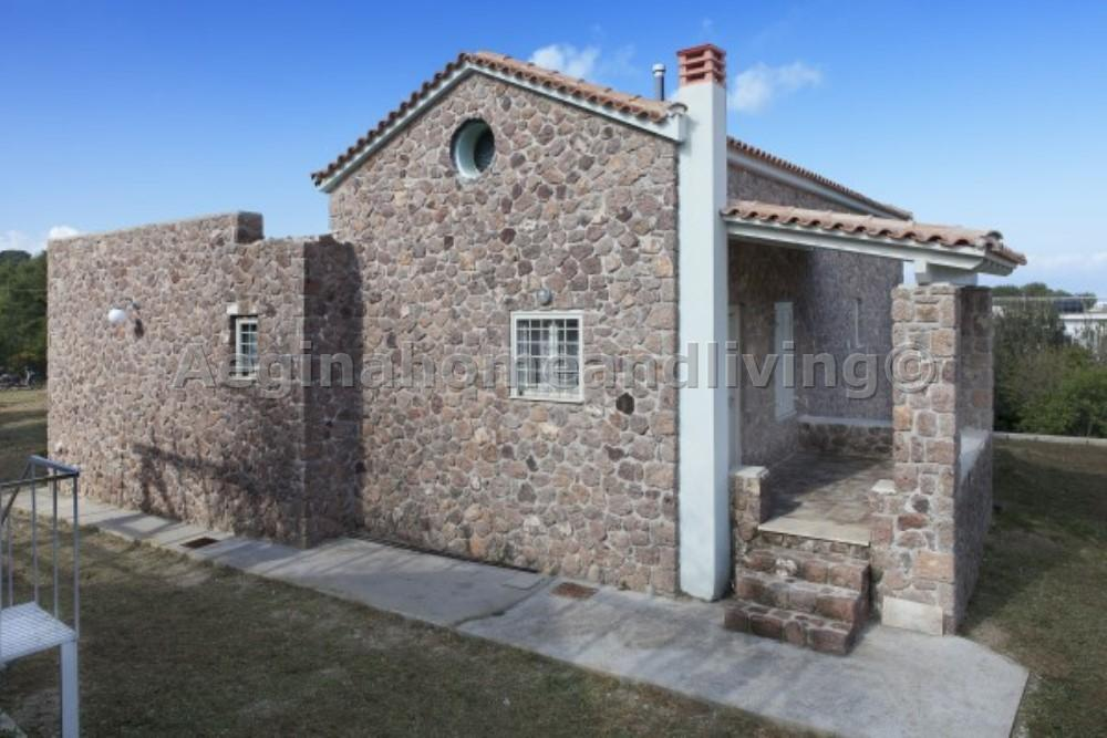 A fabulous stone house set in a large plot of land - Property Aegina